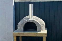 Diy Pizza Oven, Pizza Oven Outdoor, Porch Garden, Patio, Rocket Stoves, Garden Projects, Home Deco, Cement, Outdoor Gardens