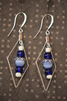 Glass bead dangle earrings earings for women / Lasihelmi roikkuvat riippuvat korvakorut