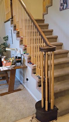 How to Refinish a Wood Banister Staircase, Refinish Staircase, Oak Trim, Staircase Design, Stair Railing Makeover, Luxury Home Decor, Diy Stair Railing