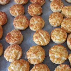 Pihe-puha pogácsa -Sajtos pogácsa 11. | Nosalty Muffin, Breakfast, Ethnic Recipes, Food, Morning Coffee, Essen, Muffins, Meals, Cupcakes