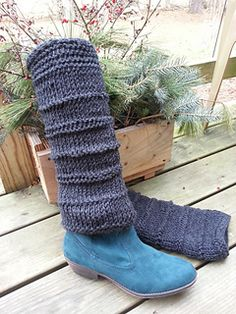 Tunisian Leg Warmers - free pattern by Mary L. Wise, for Bailey's Mountain Crafts. Worked flat and seamed at the back.