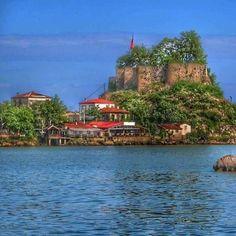 Giresun tirebolu kalesi. Turkey Tourism, Turkey Travel, Wonderful Places, Beautiful Places, Visit Turkey, Turkey Photos, Art Poses, Travel Around, Landscape Paintings