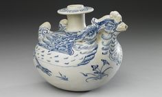 Vietnamese Kendi with yuanyang décor in underglaze blue. 15-16th centuries. Width: 17.5cm, Height: 14cm. Palace Museum of Taipei, Taiwan