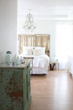Shabby Chic Bedroom Design Ideas, Pictures, Remodel, and Decor - page 2 Design Eclético, Design Ideas, Brick Design, Door Design, Bedroom Colors, Bedroom Decor, Master Bedroom, Bedroom Furniture, Furniture Ideas