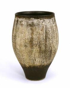 HANS COPER (1920-1981) Tall pot (c. 1952 to c. 1953 UK)