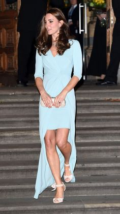 Catherine at the Natural History Museum in London for the 2014 Wildlife Photograph Awards looking lovely in a sky blue Jenny Packham wrap dress and nude pumps with ribbon straps. This is the first time I'm seeing her in a type of mullet dress - I love that even though as a royal she has to stick to classic styles but manages to be on-trend at the same time!