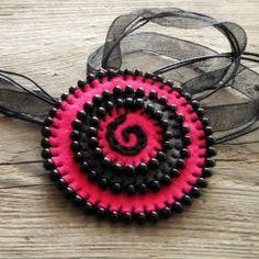 Filcový náhrdelník náhrdelník květina kolečko přívěšek ozdoba bavlnky filc crochetka barvičky filcotvoření mouline