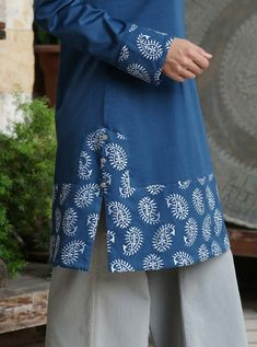 Nadirah Embroidered Tunic - After-Eid Sale - Women Kurti Sleeves Design, Sleeves Designs For Dresses, Kurta Neck Design, Dress Neck Designs, Blouse Designs, Sleeve Designs, Pakistani Fashion Casual, Pakistani Dresses Casual, Pakistani Dress Design