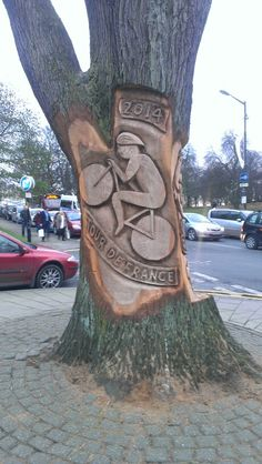 Carved tree in Harrogate in celebration of Tour de France race coming in July 2014