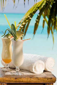 Craving a pina colada right now like NOBODY'S business. Where does one get one in Boston in February? Hm.