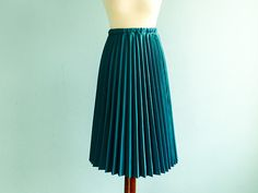 Vintage accordion pleated skirt / emerald green / by moonandsoda, $39.00