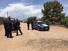 <p>Chihuahua, Chih.- Fuerte operativo policiaco en las calles Texas y San José del Carrizo por llamada al número de emergencia donde reportaban