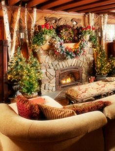 Rustic Fireplace Decor Ideas for Christmas #Christmas #Fireplace #decor www.loveitsomuch.com