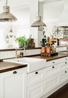 Gorgeous wood countertops! I wonder if they use aquatic sealer on them to protect from water damage. The beadboard backsplash is cute, but not very practical.