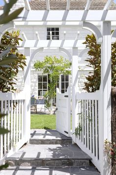 Interior designer Kate Walker of KWD has created a charming Hamptons-style home in coastal Victoria that celebrates British colonial, American coastal and Chinoiserie styles. Take a tour. Hamptons House Exterior, Gate House, Hamptons Style Homes, House Exterior, Hampton Garden, Colonial House, Cottage Style Homes, Country House Decor, Coastal Style