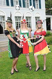 Vorgestellt: die EM-Dirndl 2012: Jessica Kastrop und Angermaier verzaubern EM-Gastgeberländer http://www.ganz-muenchen.de/freizeitfitness/alle_veranstaltungen/2012/06/em_dirndl_2012/angermaier.html
