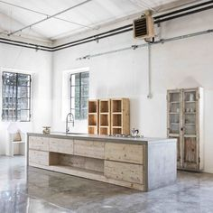 Modern Kitchen Design : concrete bench top with concrete floors and timber details Concrete Kitchen, Concrete Wood, Concrete Floors, Stained Concrete, Concrete Countertops, Wood Flooring, Timber Kitchen, Plywood Floors, Concrete Table