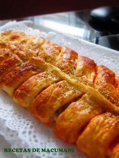 RECETAS DE MACUMANI TRENZA DE POLLO Y SOBRASADA Savoury Cake, Hot Dog Buns, Tapas, Sandwiches, Food And Drink, Appetizers, Cooking Recipes, Yummy Food, Lunch