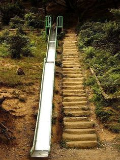 Best Diy Outdoor Stairs Design For Your Garden Steep Gardens, Landscaping On A Hill, Landscaping Ideas, Steep Hillside Landscaping, Sloped Backyard Landscaping, Terraced Backyard, Stone Landscaping, Farmhouse Landscaping, Backyard Retaining Walls
