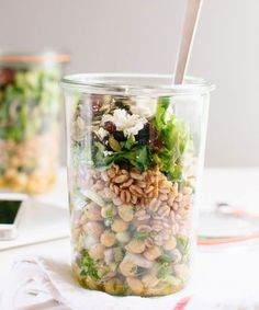 A round-up of Healthy Mason Jar Salad Recipes. Tons of ideas for you to pack for your work lunch, including Thai, burrito bowl and cobb salad versions! Healthy Drinks, Healthy Snacks, Healthy Eating, Healthy Recipes, Cooking Recipes, Pasta Recipes, Farro Recipes, Best Lunch Recipes, Healthy Lunches For Work