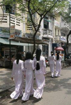 The life of Saigonese in the 90s - Saigon young women in ao dai.