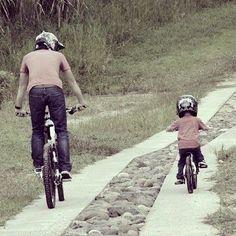 Motocross, Action Sport, Kids Cycle, My Dad My Hero, Downhill Bike, Kids Bike, Cycling Shorts, Bike Life, Mountain Biking