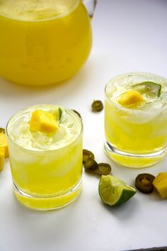 Skinny Jalapeño Pineapple Margaritas are makeover with homemade spicy simple syrup, fresh pureed pineapple and light lemonade! Coconut Margarita, Pineapple Margarita, Pineapple Lemonade, Margarita Recipes, Low Calorie Cocktails, Fun Cocktails, Cocktail Recipes, Drink Recipes, Cocktail Drinks