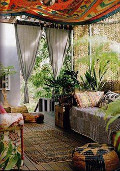 boho chic terrasse gestaltung gardinen sofa ottoman
