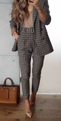 Check latest office & work outfits ideas for women, office outfits women young p. Check latest office & work outfits ideas for women, office outfits women young professional business casual & office wear women work outfits business . Business Attire For Young Women, Job Interview Outfits For Women, Office Wear Women Work Outfits, Business Outfit Frau, Casual Office Wear, Business Professional Outfits, Office Fashion Women, Winter Outfits For Work, Work Attire