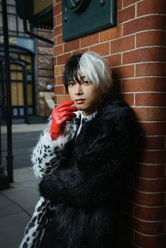 I want Yoshizawa Ryo playing Todoroki Ryo Yoshizawa, Boy M, Tokyo Disney Resort, Japanese Boy, Action Poses, Boy Photos, Disney Halloween, Disney Villains, Illustrations And Posters