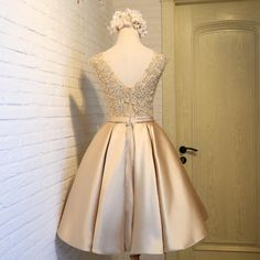 A line Homecoming Dresses, Champagne Homecoming Dresses, Short Party Dresses With Bowknot Sleeveless Knee-length