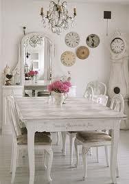 Overvejer at male vores eget spisebord hvidt - måske kunne det komme til at ligne dette...