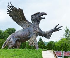 """Griff"" Statue in the forecourt of the Farkasréti Cemetery Budapest - Griffin - Wikipedia Cemetery Statues, Cemetery Art, Great Works Of Art, Angels And Demons, Land Art, Look At You, Fantasy Creatures, Mythological Creatures, Deities"