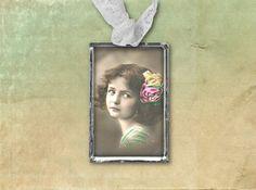 MÄDCHEN Charm Anhänger handgelötet Unikat von Vintage Prints auf DaWanda.com