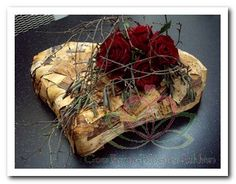 Grave Decorations, Funeral Flowers, Love Craft, Nature Crafts, Diy Flowers, Flower Arrangements, Special Occasion, Floral Design, Hearts