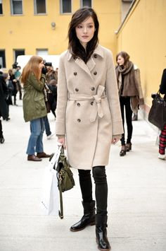 here's some fei fei sun street steez action for ya - she's by far my favorite asian model right now. Fei Fei Sun, Beige Coat, Camel Coat, Beige Outfit, Cold Weather Outfits, Chinese Model, Models Off Duty, Urban Chic, Winter Looks