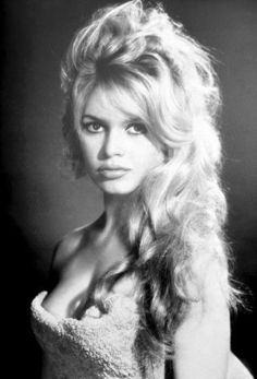 Image detail for -Styletoday op Editie NL 'Brigitte Bardot haartrend' > Haartips . Old Hollywood, Hollywood Glamour, Hollywood Stars, Classic Hollywood, Brigitte Bardot Style, Bridget Bardot Hair, Marie Christine Barrault, Actrices Hollywood, Catherine Deneuve