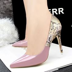 Some of the proven side results of long-term wear of high heels are sprains, foot discomfort, back pain and other foot fractures and defects. But despite these, the high heels continue to remain in style with celebrities and regular ladies rocking them. High Heel Sneakers, Sneaker Heels, High Heel Pumps, Girls Sneakers, Pretty Shoes, Beautiful Shoes, Hot Shoes, Shoes Heels, Prom Heels