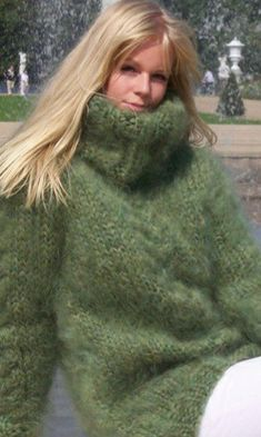 Thick Sweaters, Cardigan Sweaters For Women, Sweater Shirt, Mohair Sweater, Cable Knit Sweaters, Gros Pull Mohair, Fluffy Sweater, Green Fashion, Knit Dress