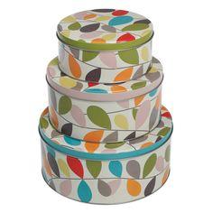Een set van 3 koekjesblikken die perfect in elkaar passen. Het grootste blik heeft een diameter van 20cm, het middelste 17cm en het kleinste 14cm.