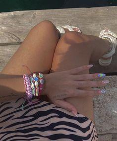 La 'influencer' tiene las joyitas de moda y hemos encontrado unas muy parecidas. ¡No te las vas a quitar ni para ir a la playa! Cuff Bracelets, Editorial, Seasons, Lifestyle, Shopping, Jewelry, Fashion, Funky Jewelry, Shells