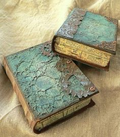 Altered paper mache books, aww i already see paper mache booklike boxes, it will be sooo lovely i promise! Altered paper mache books, aww i already see paper mache booklike boxes, it will be sooo lovely i promise! Altered Book Art, Altered Boxes, Book Crafts, Paper Crafts, Diy Paper, Diy Inspiration, Paperclay, Book Projects, Handmade Books