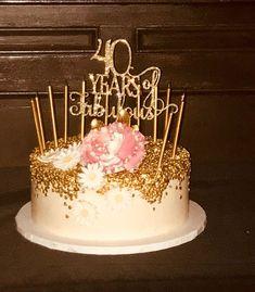 52 trendy birthday cake ideas for women 40th Birthday Cake Topper, Birthday Cake Roses, White Birthday Cakes, 40th Birthday Decorations, 40th Cake, Birthday Cupcakes, 40th Birthday Party For Women, Fabulous Birthday, Birthday Celebration