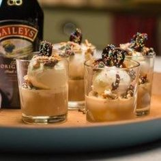 Who said an impromptu treat can't be indulgent? The Baileys Ice Cream Sundae proves that simple and scrumptious can go hand and hand. Baileys Drinks, Baileys Recipes, Alcoholic Ice Cream Drinks, Baileys Ice Cream, Yummy Ice Cream, Ice Cream Sundaes, Sundae Recipes, Dessert Recipes, Shot Recipes