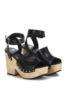 FRUIT - Sandalo alto - Donna - Sandalo alto in pelle con cinturino alla caviglia e borchie laterali. Suola in gomma, tacco 110, platform 45 con battuta 65 - NERO - € 225.00