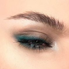 gorgeous eye makeup in teal green, teal green eyeliner makeup, gorgeous eye makeup in teal green, teal green eyeliner makeup, – Das schönste Make-up Eyeliner Make-up, Eyebrows, Glitter Eyeshadow, Navy Blue Eyeliner, Turquoise Eyeshadow, Eyeliner Ideas, Blue Liner, Brown Eyeliner, Makeup Tutorials