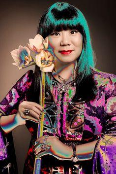 Anna Sui é a 1ªestilista americana a ser homenageada com uma exposição em Londres! O... Mais