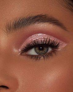 50 Awesome Christmas Makeup Ideas Looks You'll Love Glitter Eye Makeup, Pink Makeup, Blue Eye Makeup, Smokey Eye Makeup, Cute Makeup, Pretty Makeup, Eyeshadow Makeup, Makeup Eyebrows, Smoky Eye