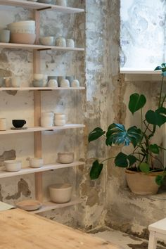 Robynn Storgaard is a Copenhagen based maker and creative working in the world of ceramics. If you've spent any amount of time feeding your interior. Pottery Cafe, Pottery Shop, Pottery Studio, Farmhouse Pottery, Ceramic Workshop, Ceramic Studio, Ceramic Store, Art Studio At Home, Rustic Art