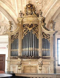 Lisboa   Órgão da Igreja da Ajuda Piano, Church Music, Cathedral Church, Kirchen, Musical Instruments, The Help, Architecture Design, Musicals, Instrumental